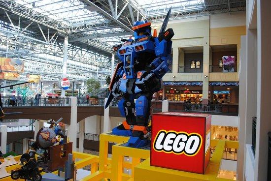 roboți în mall