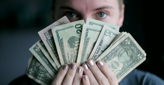 100 de semnale pe opțiuni binare cum să faci bani prin încărcarea de imagini pe internet