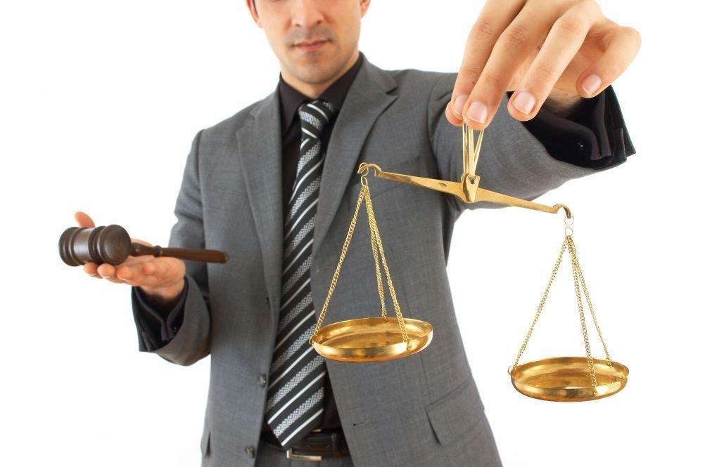 cum să câștigi mulți bani unui avocat)