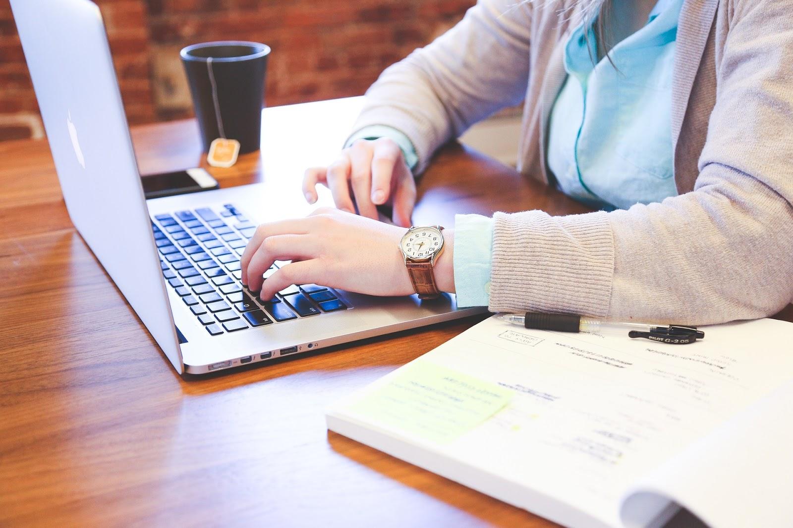 cum poți folosi un laptop pentru a câștiga bani