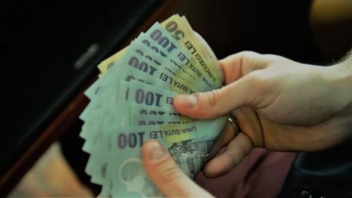 câștigă bani pe banii altor persoane)