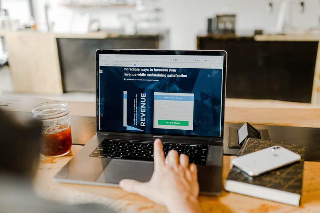 crearea site- ului web și cum să câștigi mulți bani)