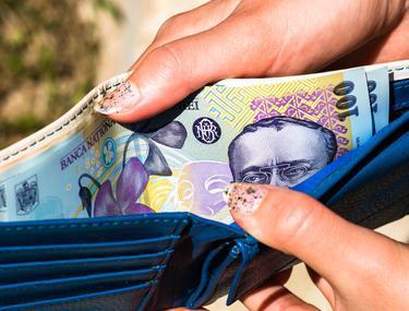 mai ușor să cheltuiți sau să faceți bani)